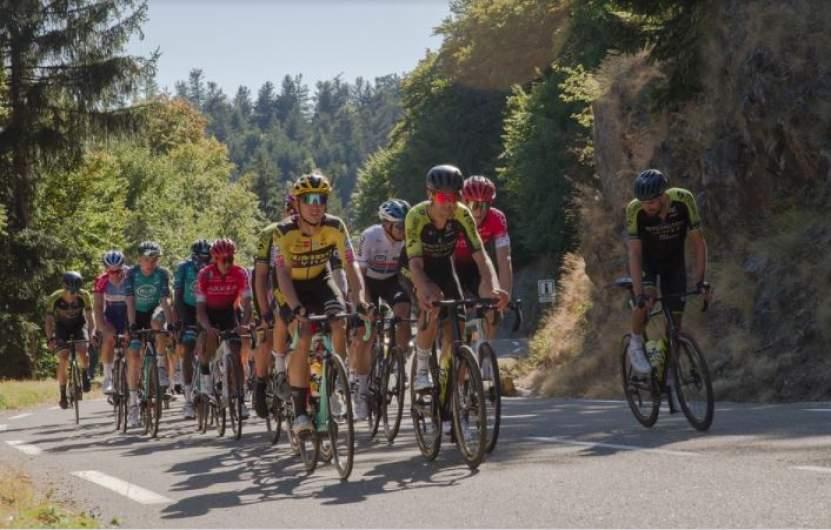 Fahrradfahrer auf einem Berg